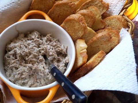 Marinated Beef with Garlic Toasts