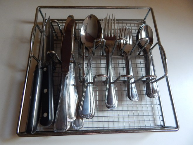 Silverware caddy.JPG